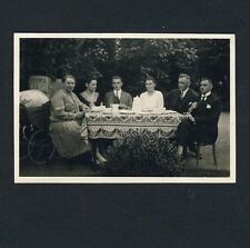 FAMILY AT COFFEE TABLE / FAMILIE AM KAFFEETISCH * Vintage 1920s Amateur Photo