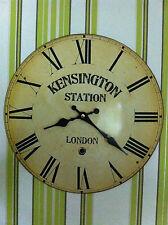 NEUE Wanduhr rund Metalluhr Uhr Vintage KENSINGTON STATION LONDON Shabby Chic