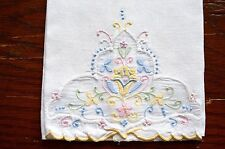 VINTAGE GUEST TOWEL HAND TOWEL APPLIQUE EMBROIDERY PASTELS ON WHITE LOVELY!