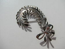 ANTIQUE VINTAGE OLD NOUVEAU REPOUSSE CUT OUT FEATHERS BOW MOTIF STERLING BROOCH