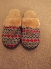 Ugg Knitted Style Size 7 Slippers In Grey  Red And Green Fur Lined