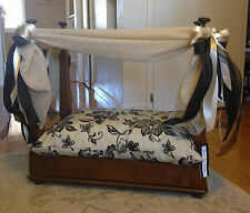 Beautiful Canopy Dog Bed Fit For A Queen