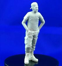 Djiti's 1/35 Generic Modern Soldier in Trousers, T-shirt and Baseball Cap 35018