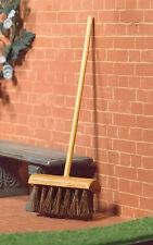 1:12 Wooden Yard Bass Broom Dolls House Miniature Garden Accessories Brush 4932