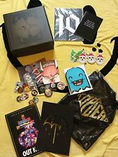 DROP DEAD CLOTHING MIXED LOT COLLECTABLES BOX LOOK BOOKS CARDS DROGS BADGE ECT