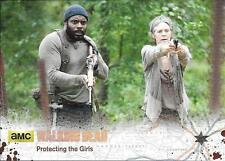 2016 The Walking Dead Season 4 Base Silver #65 Protecting The Girls #20/99
