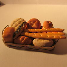 Assortimento di pane in un paniere ~ dollhouse miniature CIBO ~ 12A scala