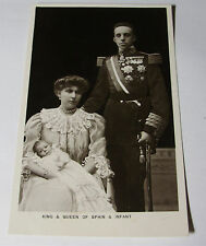 K326 - 1907 KING ALFONSO XIII & QUEEN VICTORIA OF SPAIN with Infant POSTCARD