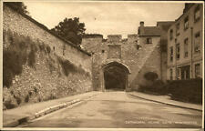 Winchester VINTAGE POSTCARD ~ 1920/30 Cathedral close Gate cattedrale CANCELLO strada