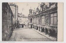 """CPA """" LA ROCHELLE - Cour intérieure de l'Hôtel de Ville"""