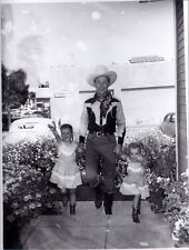 RARE STILL ROY ROGERS WALKING WITH HIS KIDS