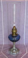 ANCIENNE LAMPE A PETROLE EN VERRE BLEU ET PIED EN REGULE - BEC KOSMOS