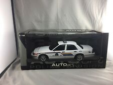 1/18 AUTO ART RCMP GRC ROYAL CANADIAN MOUNTED POLICE  CROWN VICTORIA