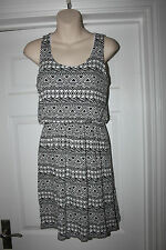 Ladies Black & White Stretchy QED London Dress Size M