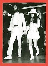 PHOTO-BEATLE-JOHN LENNON et sa femme YOKO ONO-LONDRES-RETOUR DE VIENNE-AGIP-1969
