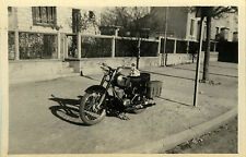 PHOTO ANCIENNE - VINTAGE SNAPSHOT - MOTO MOTOCYCLETTE CASQUE - MOTORBIKE 1950
