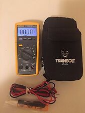 FLUKE 233 TRUE RMS AC/DC, WITH STORAGE CASE! SN:2225002 TP#2144454