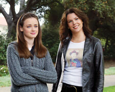 Lauren Graham & Alexis Bledel (17405) 8x10 Photo