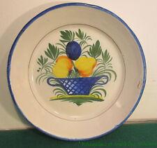 Assiette tronconique en faïence de Nevers à décor de panier de fruits