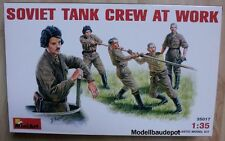 Miniart 35017 Soviet Tank Crew at work   1:35