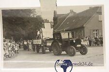 org. Foto DDR Traktor mit Anhänger  IFA Demonstration in Könnern Saale um 1950