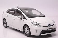 Toyota Prius Hybrid car model in scale 1:18 white
