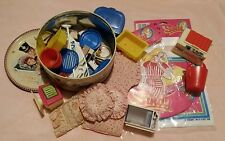 Big lot of vintage pedigree sindy poupée objets dans vintage quality street tin