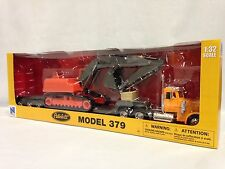 Peterbilt 379 Lowboy w/ Hydraulic Excavator, 1:32 Diecast, New Ray Toys, Yellow