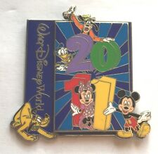 Disney Pin Badge WDW - 2011 - Mickey and Friends Goofy Donald Pluto