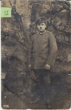 Soldat allemand pose devant decor arbre  guerre 14-18 photo sur CPA lot 51