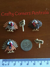 Novelty Dress It Up buttons - Brown  turkeys with sign posts - 8815