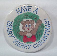 AC Vintage Have A Beary Merry Christmas Pin Button Badge A Minit Bear Wreath