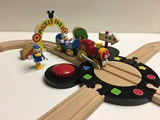 Brio 32224 Disney Turntable Set Donald Duck Daisy Wooden Train Mickey Mouse Club