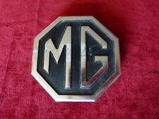 insigne mascotte monogramme badge MG