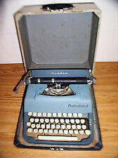VINTAGE LEADER UNDERWOOD MANUAL TYPEWRITER WITH ORIGINAL WOODEN CASE