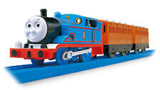 TOMY PLA RAIL Plarail TRACKMASTER Thomas With ANNIE & CLARABEL Motorized Train
