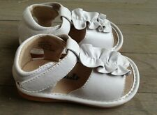 Girls White  Sandals SQUEAKY SHOES size  7 8 -White  SANDALS wh2