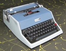 Underwood 21 Manual Portable Typewriter w/ Owner's Manual & Case made in Italy