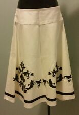 White House Black Market White Skirt w Black Embroidery Sz 0 For Sale OBO