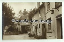 tp8920 - Wilts - Archway and the Castle Inn, in Castle Combe Village - Postcard