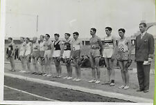 PHOTO FRANCE PRESSE VOIR VICHY + SPORTS+ Alignement de sportifs avant une course