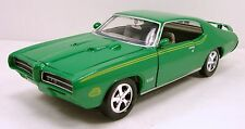 "Motormax 1969 Pontiac GTO Judge 1:24 scale 8.5"" diecast model car Green M94"