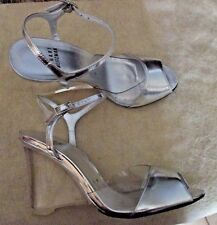 STUART WEITZMAN DRAMATIC SILVER LEATHER & CLEAR LUCITE WEDGE SANDALS 6 EXC $395