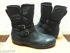 UGG SIMMENS BLACK WATER AND SNOW RESISTANT ANKLE BOOTS US 8.5 / EU 39.5 / UK 7