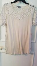 Rubbish M top beige with lace short sleeves and yoke slits on sides