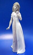 ELEGANT POSE FEMALE GIRL WITH FLOWER PORCELAIN FIGURINE NAO BY LLADRO  #1570