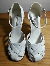 White sandals with wood effect heel, size 5