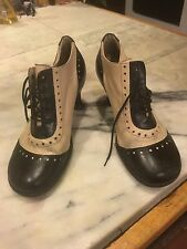 JOHN FLUEVOG  Black & Off White Lace Up Oxford Style Heeled Pump Shoe Size 9 1/2