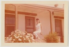 VINTAGE 50s PHOTO Young Woman Girl Outside Apartment Or Motel Hotel Building