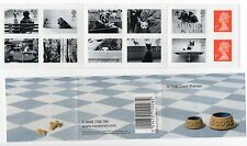 GB 2001 PM1 12 x 1st Cats and Dogs self adhesive stamps Booklet. VGC